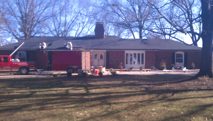 roofing-company-workers-2